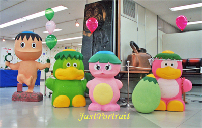 Custom cartoon charater in resin for business promotion